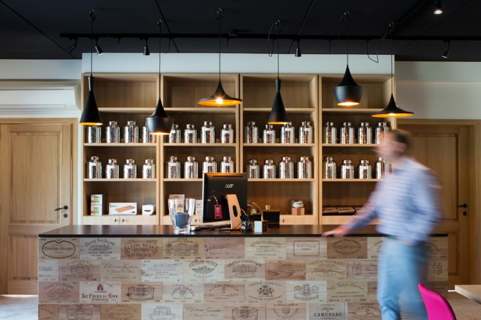Naast onze passie voor wijn merken wij zowel bij onszelf als bij onze klanten een groeiende interesse voor de finesses van sterke drank.