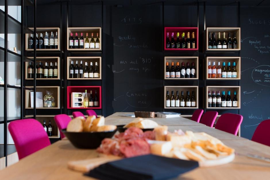 Een wijndegustatie wordt op maat gemaakt van jouw gezelschap en kan dus ook per thema.