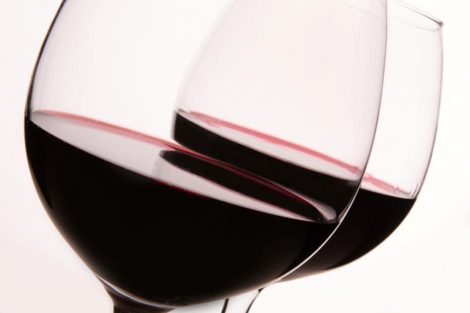 Spring je liever binnen in onze wijnwinkel, dan kunnen we er zelf achter komen welke rode wijn bij jouw in de smaak valt.